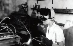 Female handling tools during World War 2