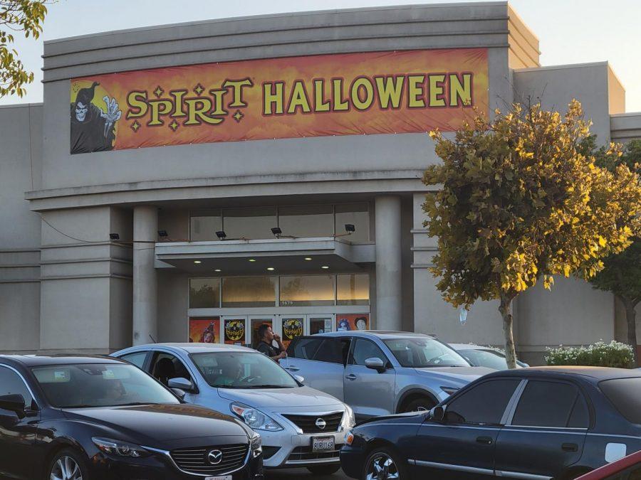 Spirit+Halloween+at+the+Hanford+Mall.